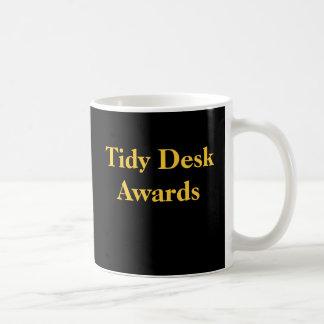 Caneca De Café Prêmios engraçados da paródia da mesa arrumada da