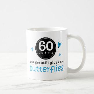 Caneca De Café Presente para a 60th borboleta do aniversário de