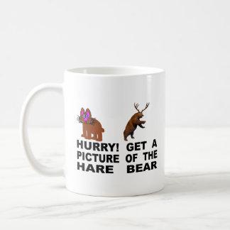 Caneca De Café Pressa!  Obtenha uma imagem do urso da lebre
