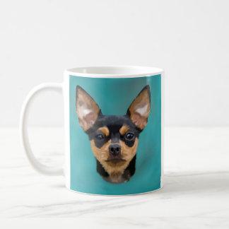 Caneca De Café Preto e cão da chihuahua de Tan