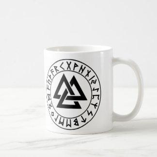 Caneca De Café protetor do Rune do Tri Triângulo do mug_fullwra