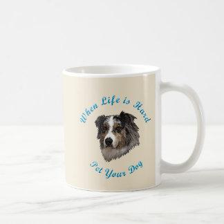 Caneca De Café Quando a vida é dura (australiano Shepherd)