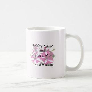 Caneca De Café Quatro vermelhos e petúnias brancos que Wedding