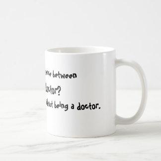Caneca De Café Que é a diferença no meio, deus, & um doutor? …