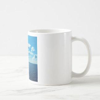Caneca De Café Raios sobre o mar
