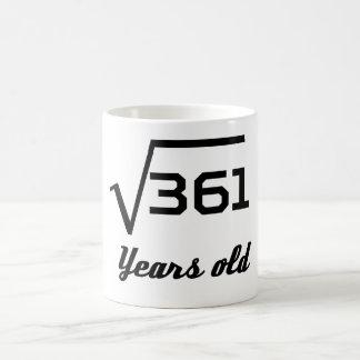 Caneca De Café Raiz quadrada de 361 19 anos velho