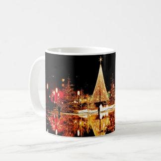 Caneca De Café Reflexão da luz da cena da cidade da noite da