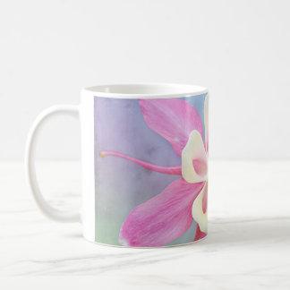 Caneca De Café Rosa aquilégia & branco da flor