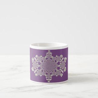 Caneca de café roxa do café da orquídea