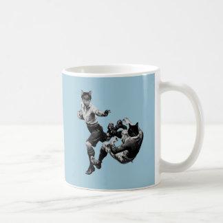 Caneca De Café rugby engraçado do vintage que joga gatos