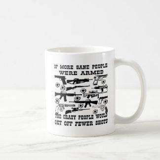 Caneca De Café Se mais são as pessoas foram armadas as pessoas