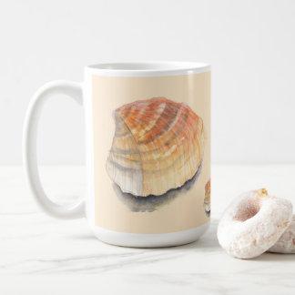 Caneca De Café Seashell do berbigão da praia em férias de verão