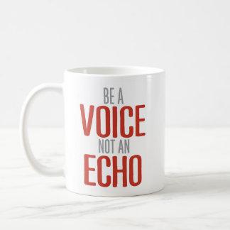 """Caneca De Café """"Seja uma voz, não um eco"""" inspirado"""