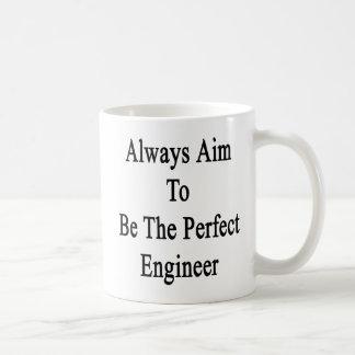Caneca De Café Sempre alvo a ser o engenheiro perfeito