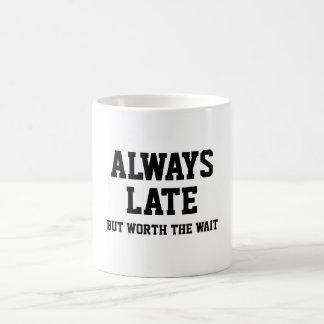 Caneca De Café Sempre tarde mas valor a espera