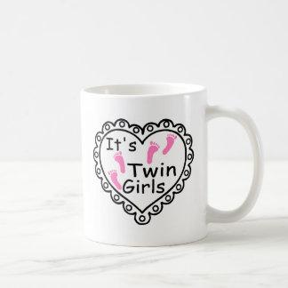 Caneca De Café Seus corações cor-de-rosa das pegadas das meninas