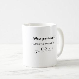 Caneca De Café Siga seu coração, mas tome seu cérebro com você
