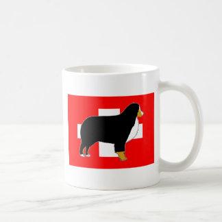 Caneca De Café silhueta do cão de montanha bernese no tan da
