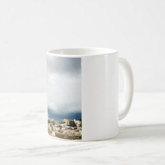 Caneca De Café Skyline da parte histórica de uma cidade em uma