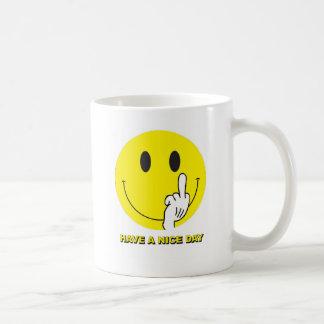 Caneca De Café smiley face que dá o dedo