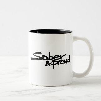 Caneca de café sóbrio e orgulhosa dos grafites