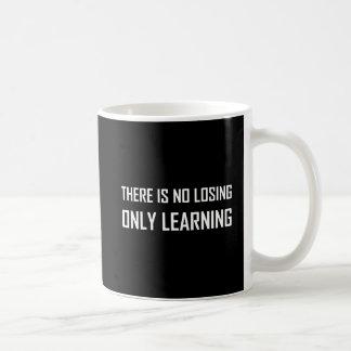 Caneca De Café Somente divisa de aprendizagem não perdedora