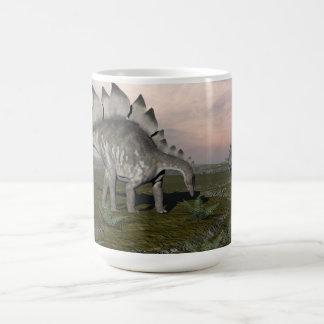 Caneca De Café Stegosaurus com fome - 3D rendem