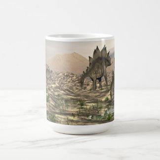 Caneca De Café Stegosaurus perto da água - 3D rendem