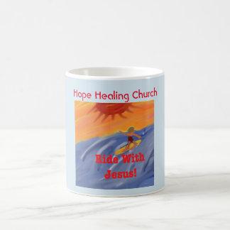 Caneca de café surfando de Jesus da igreja cura da