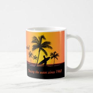 Caneca De Café Surfista personalizado que surfa perseguindo a