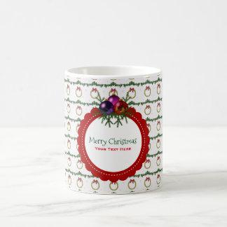 Caneca De Café Teste padrão da grinalda do Natal com costume do