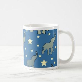 Caneca De Café Teste padrão de estrelas azul dos elefantes