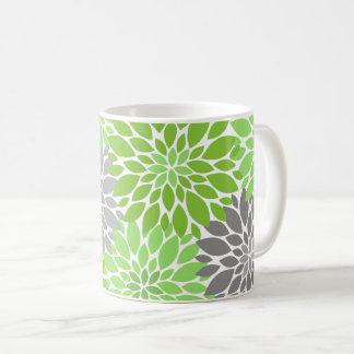 Caneca De Café Teste padrão floral dos crisântemos verdes e