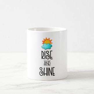 Caneca De Café Tipografia da elevação e do brilho com Sun e nuvem