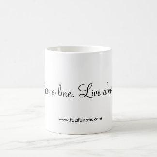 """Caneca De Café """"Tire uma linha. Viva acima dela. """""""