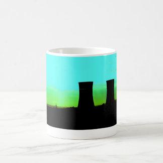 Caneca De Café torres do tinsley no tiro distante do alvorecer