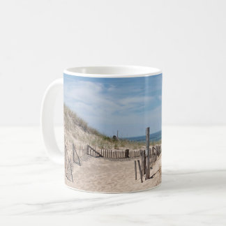 Caneca De Café Trajeto através das dunas de areia à praia