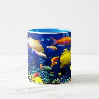 Caneca de café tropical dos peixes