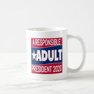 Caneca De Café Um adulto responsável para o presidente 2020