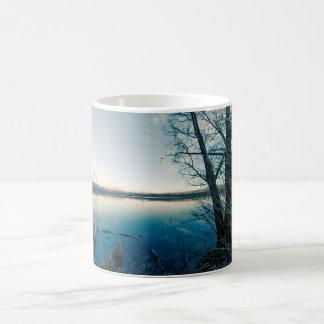 Caneca De Café Um lago do inverno