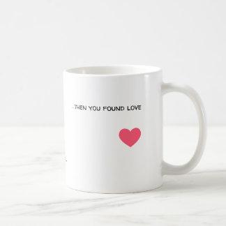 Caneca De Café Um menino que anda ao redor e que encontra o amor