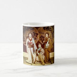 Caneca De Café Um trio da gueixa japonesa no 芸者 velho do vintage