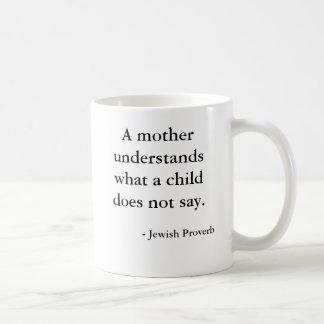 Caneca De Café Uma mãe compreende o que uma criança não diz….