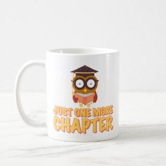 Caneca De Café ust uma mais coruja sábia do capítulo que lê um