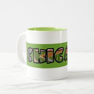 Caneca de café verde artística do emblema de