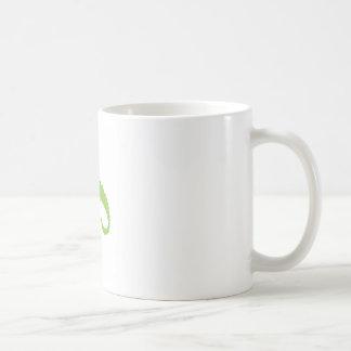Caneca De Café Verde do lagarto do design no branco