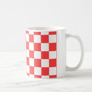 Caneca De Café Verificações do vermelho e do branco