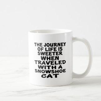Caneca De Café Viajado com gato do sapato de neve