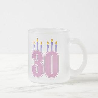 Caneca De Café Vidro Jateado 30 velas do aniversário (rosa/roxo)