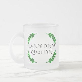 Caneca De Café Vidro Jateado Carpe Diem Quotidie - apreenda o dia, cada dia